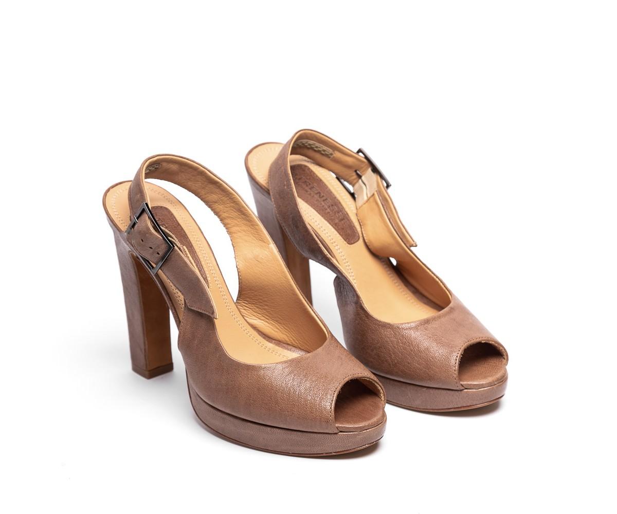 Босоножки женские кожаные коричневые на высоком каблуке Strenesse